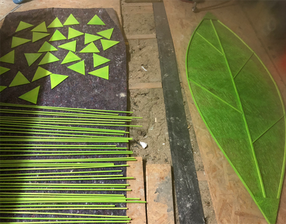 Grüne Blätter aus Sisalmaterial