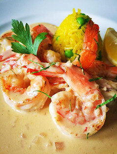 Grilled Shrimps with Saffron Rice in White Wine Cream Sauce