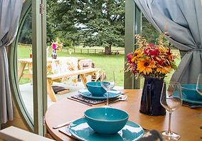 Hidden Wood Glamping - Table Set-up