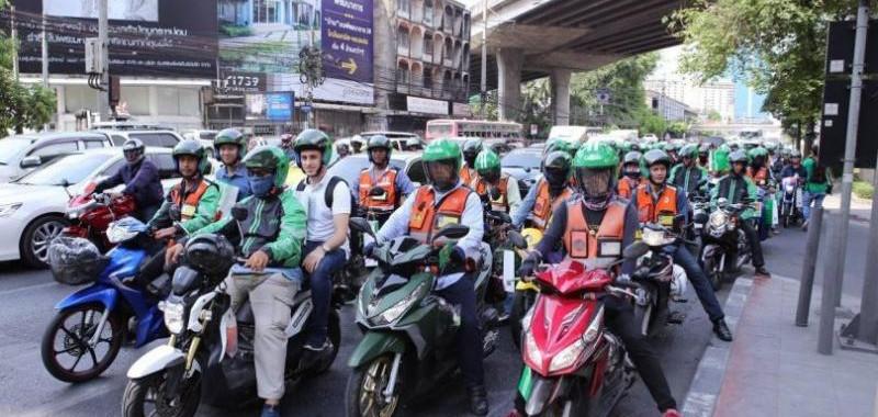 Bangkok - alle warten auf Grün.