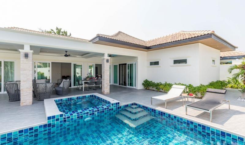 Villa 3 Bedroom ฿ 8,207,500