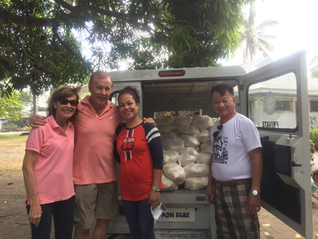 Packing and distribution of 800 bags of rice