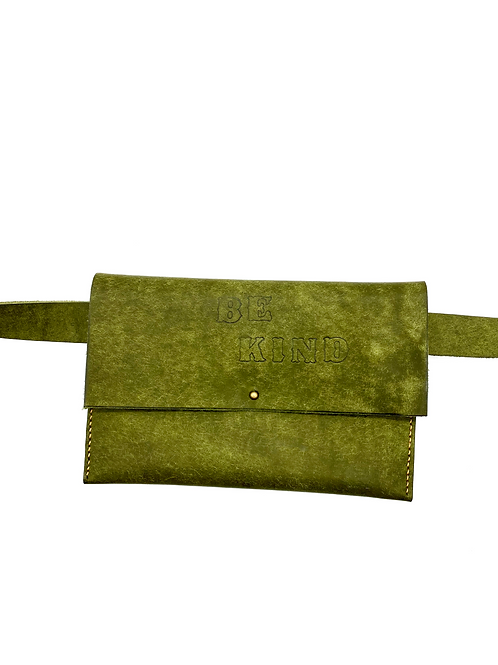 """BE KIND"" Beltbag in Olive"