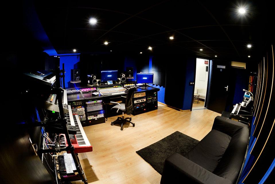 129H STUDIO Control room (left side)