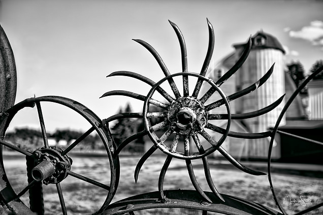Artisian Barn Wheel bw.jpg