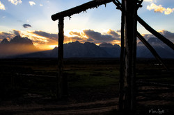 Triangel x Ranch sunset post