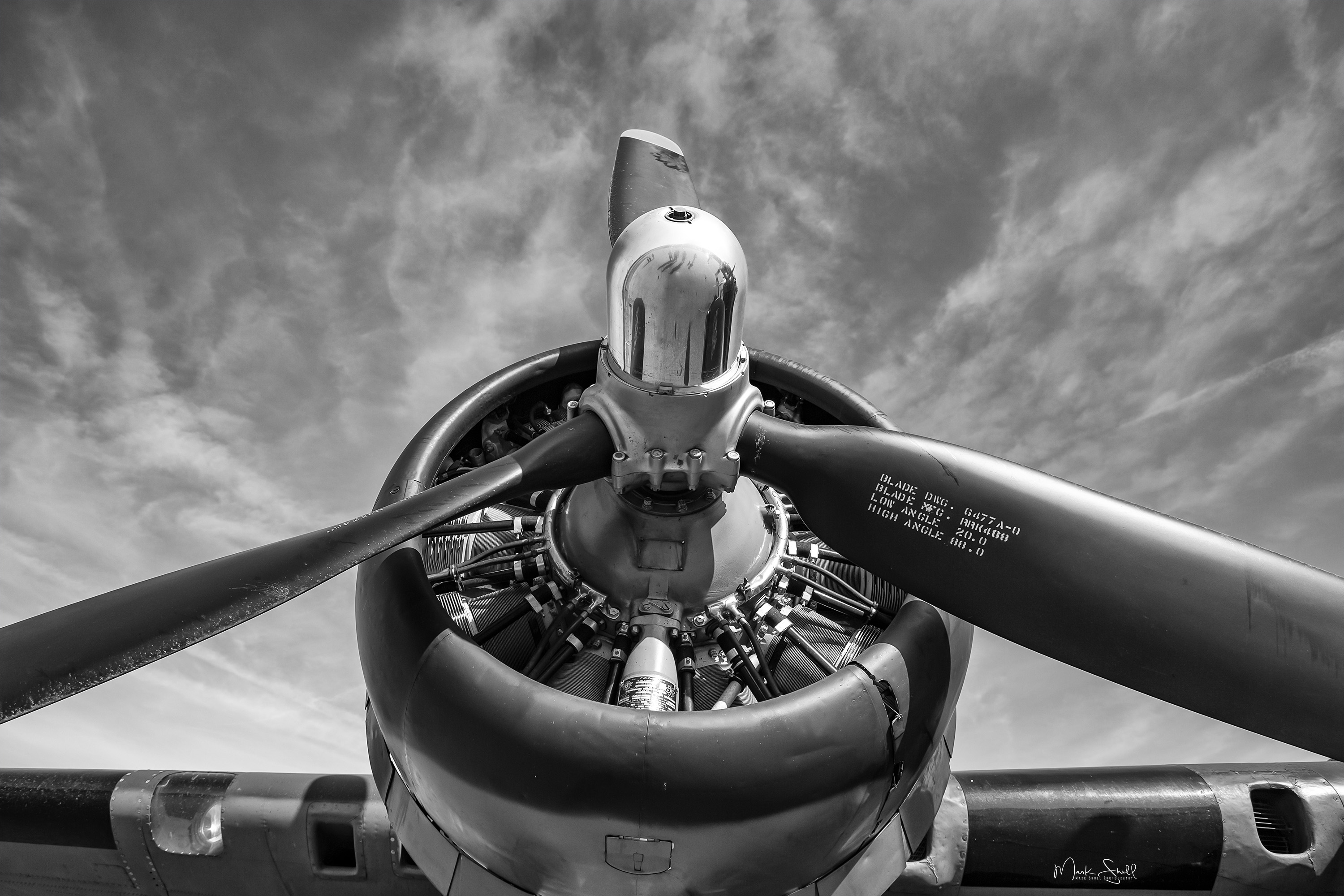 B-17 engine prop bw