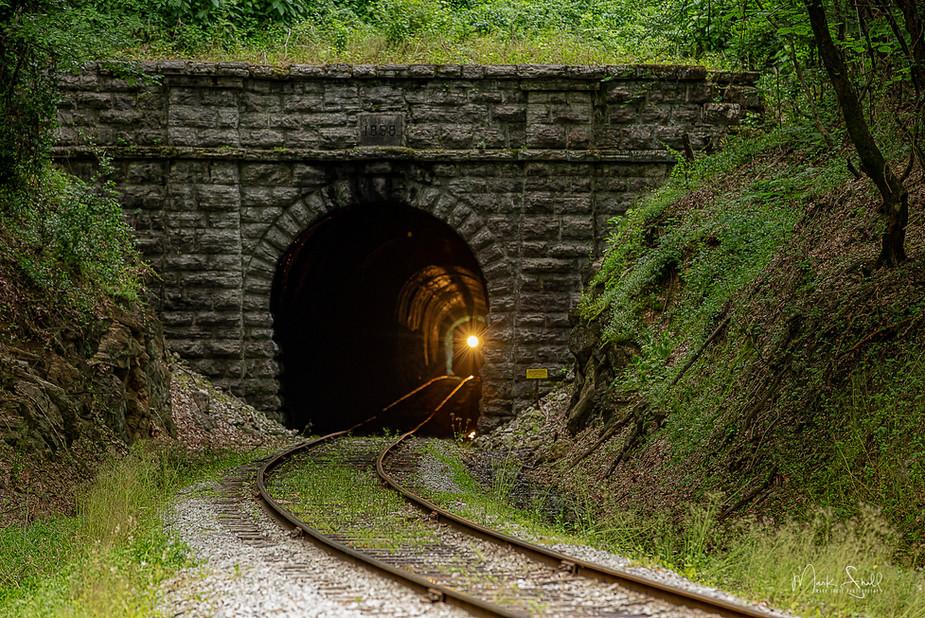 train entering Missionary Ridge Tunnel.j