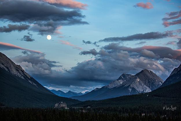 Banff Hotel Moon Rise