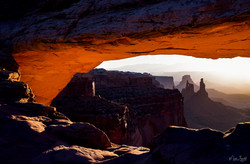 Mesa Arch left zoom