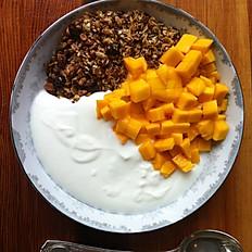 Granola, Mango & Yoghurt