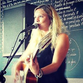 Ofee-musique live au Bacchus.jpg
