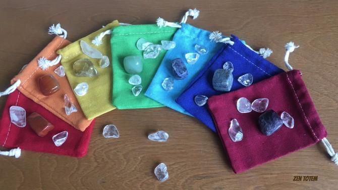 Harmonisez vos chakras avec des cristaux et des pochettes de couleur