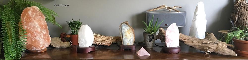 De gauche à droite: Lampe de sel, de quartz blanc, d'agate, de quartz rose et de sélénite