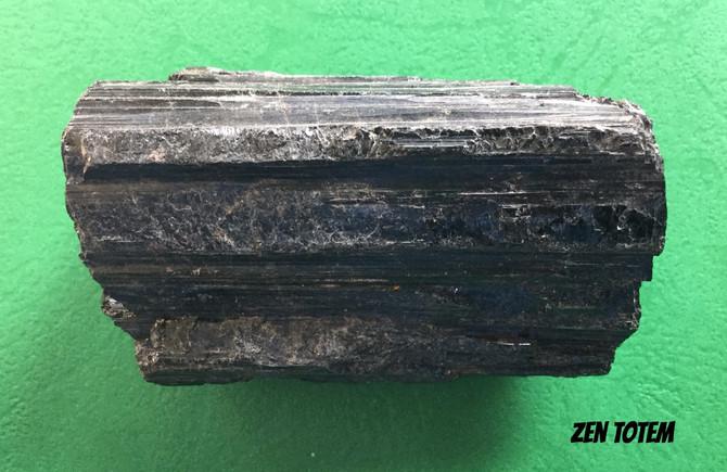 La tourmaline noire, une protection contre la pollution électromagnétique et les énergies négatives