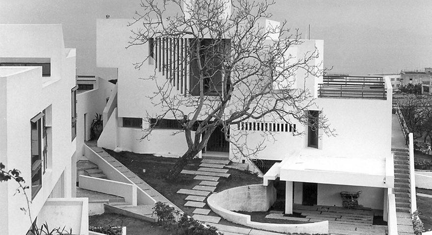 Zetaesse. ANDREA AMOROSO e ALESSIA MUSOLINO legano tra loro alcune immagini di architetture per il tramite di un dettaglio, di una suggestione, di un particolare, come un flusso di coscienza architettonica