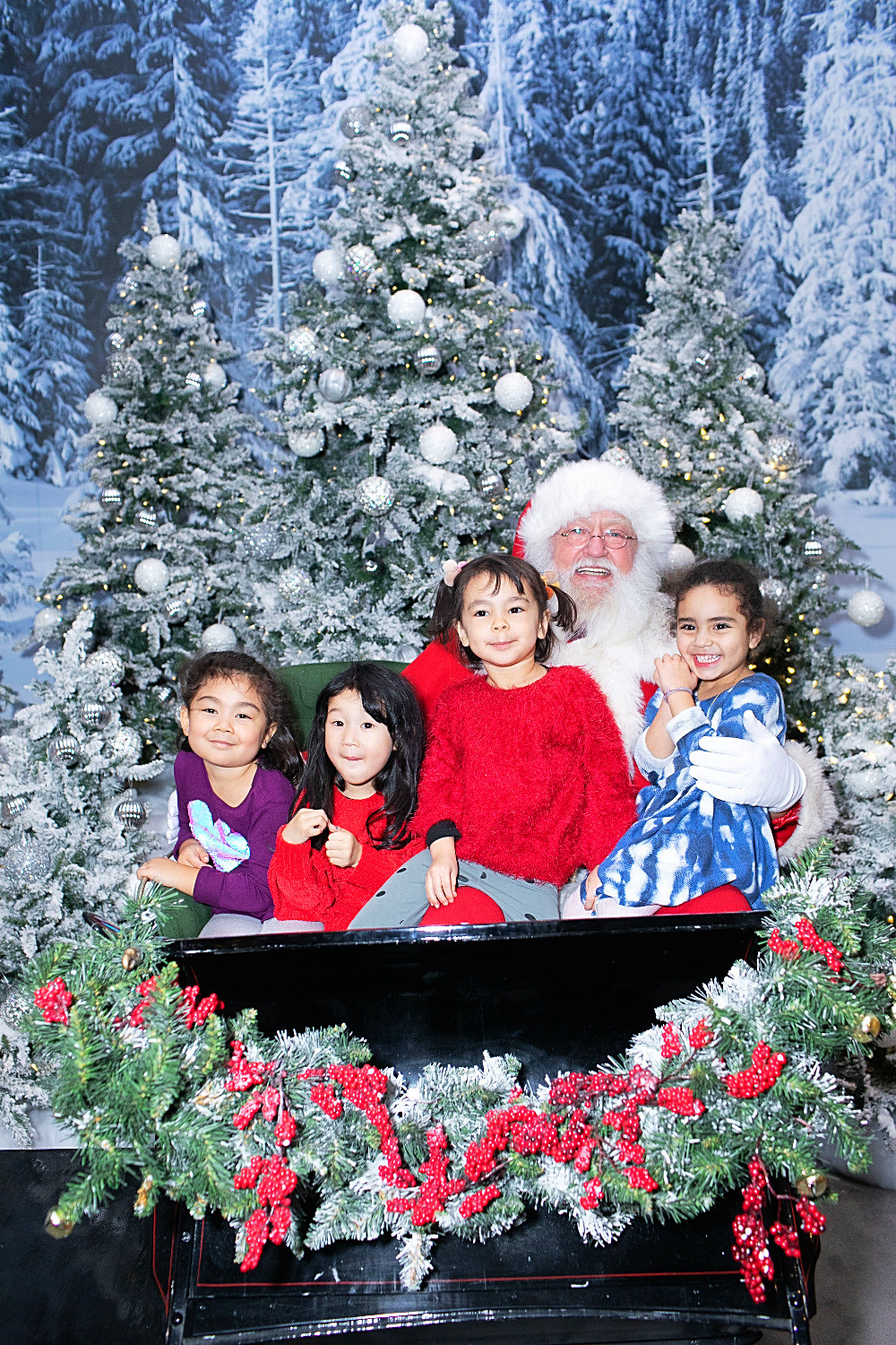 Holiday Bucket List, Fun things to do in NYC for the holidays with your kids, Instagram Bait, Holiday Pop Up, NYC Pop Up, Free in NYC, Curious G and Me, NYC family, NYC with kids, NYC Christmas, NYC icon, Holiday Shopping, Christmas AF, Christmas overload, Christmas explosion, Brookfield Place, Luminaries, Santa at Brookfield Place
