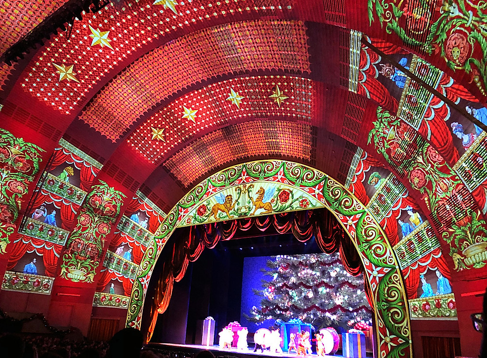 Radios City Music Hall, Christmas Spectacular starring the Rockettes, Holiday Bucket List, Fun things to do in NYC for the holidays with your kids, Instagram Bait, Holiday Pop Up, NYC Pop Up, Free in NYC, Curious G and Me, NYC family, NYC with kids, NYC Christmas