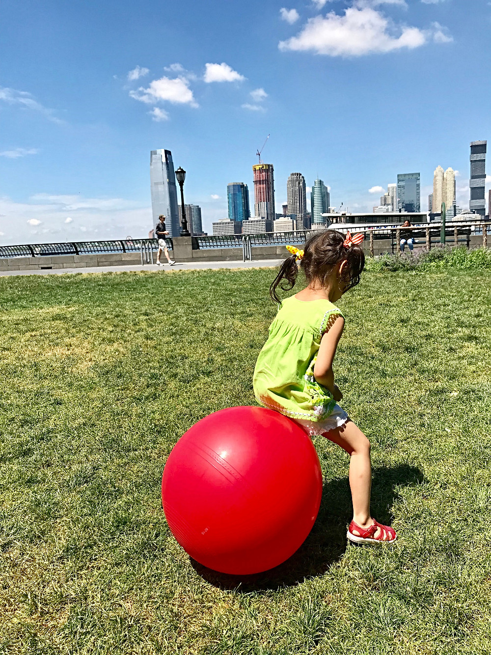 Battery Park City, Preschool Art, free stuff to do with kids, Curious G and Me, nyc summer, Brookfield Place, Rockefeller Playground
