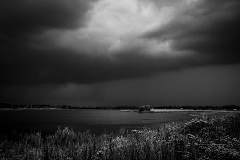 Donkere wolken bij Deventer