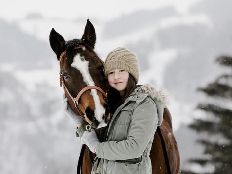 Winterliches Pferdeshooting mit Jasmina, Julia & Bonito