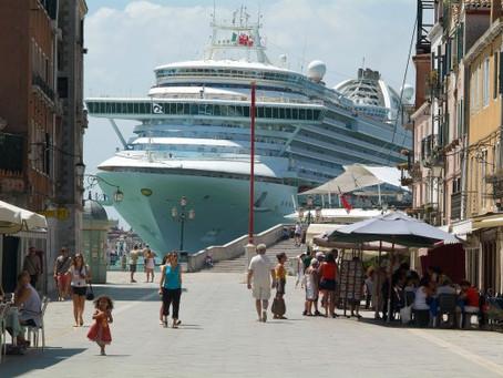 Il 25 settembre torna la protesta a Venezia per le grandi navi