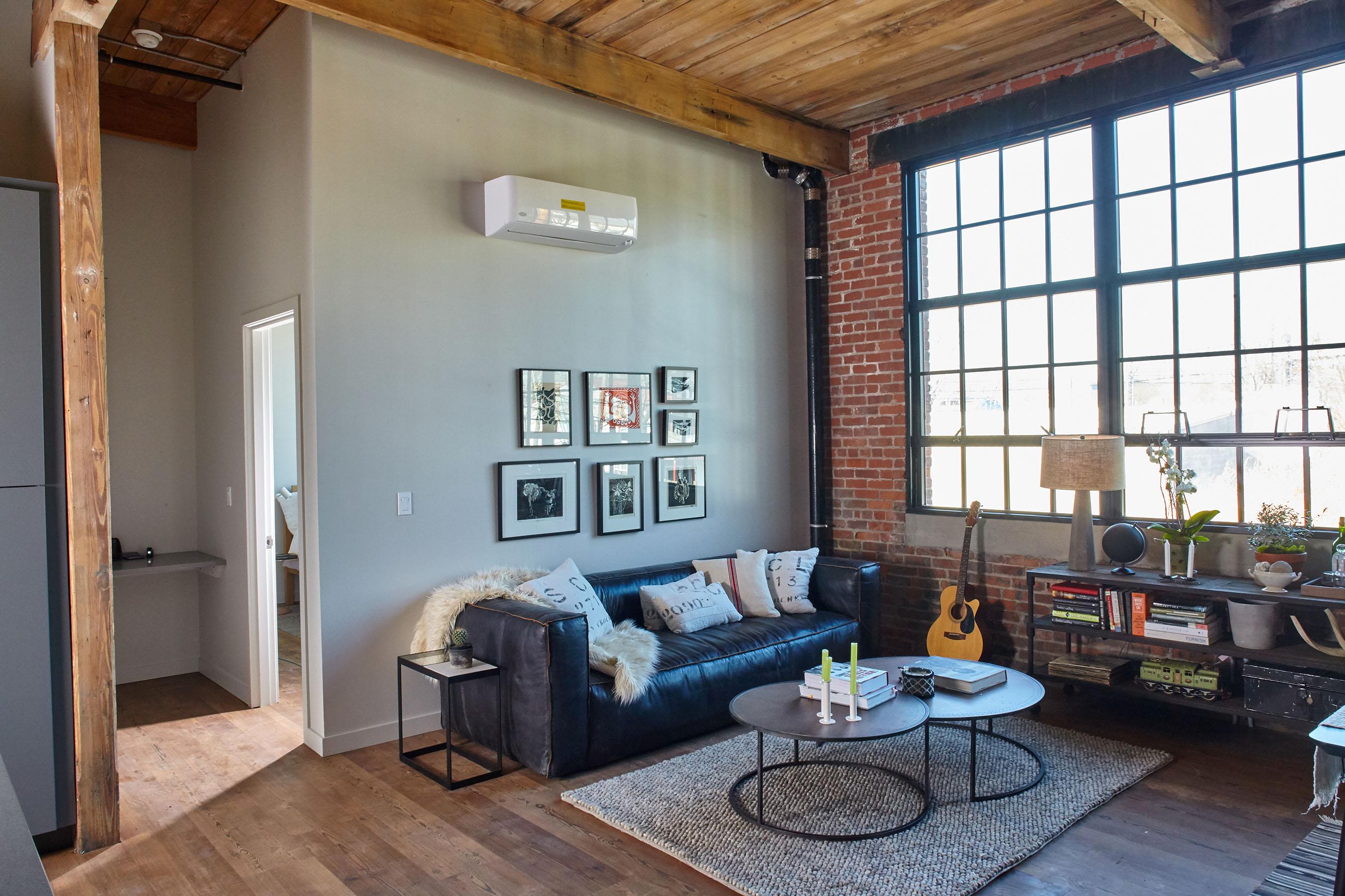 11 Chesrnut Street living area