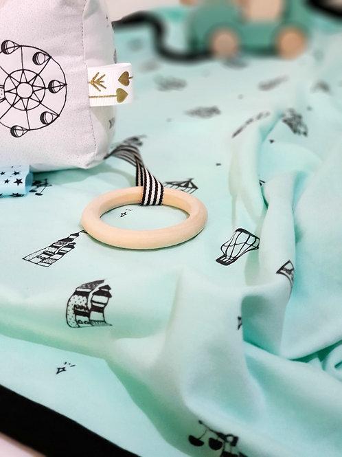 חבילת ליד קיצית מפנקת - שמיכה וקוביה למשחק