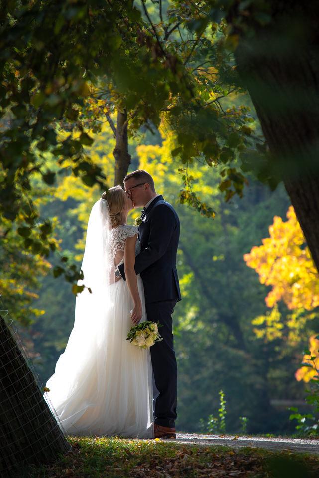 Fotografie-Hochzeit-Kuss-Shooting-Herbst