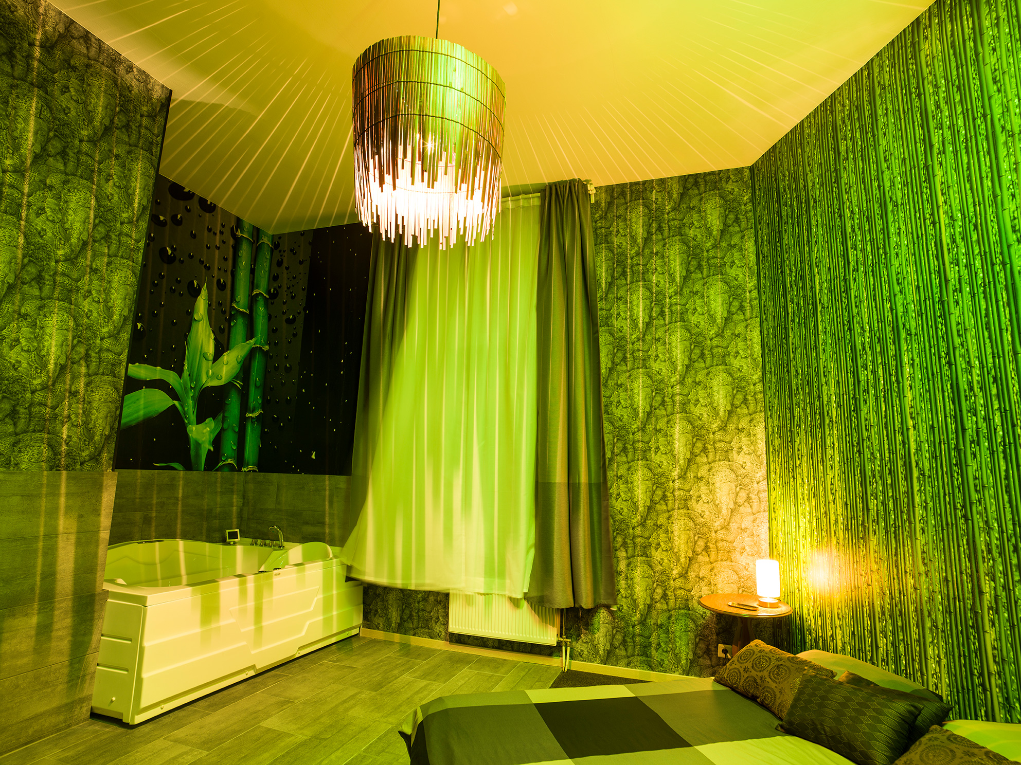 Green Room (Jacuzzi)