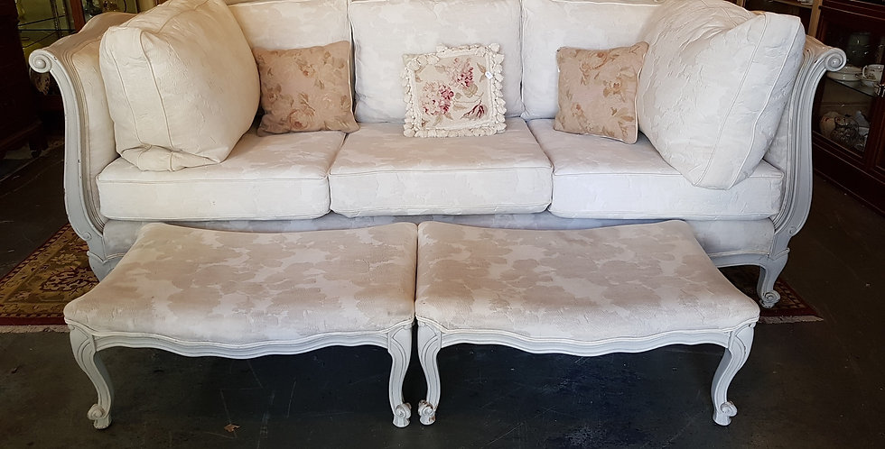 Vintage French Style Lounge
