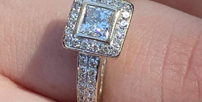 Diamond ring. J T'Aime designer 18 ct