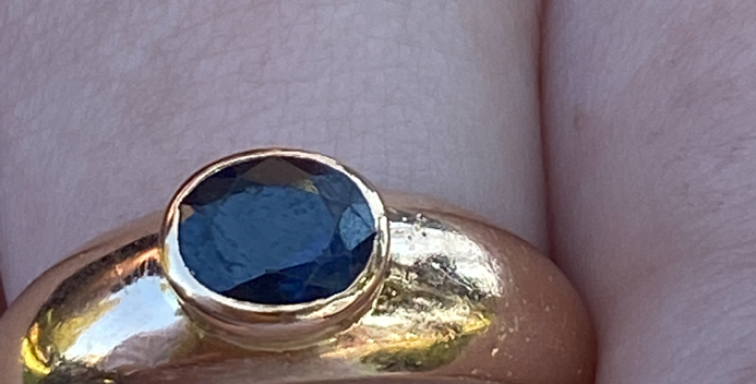 18 ct gold sapphire ring
