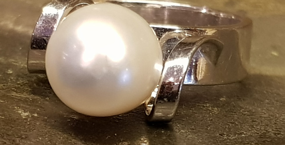 Pearl in White Gold