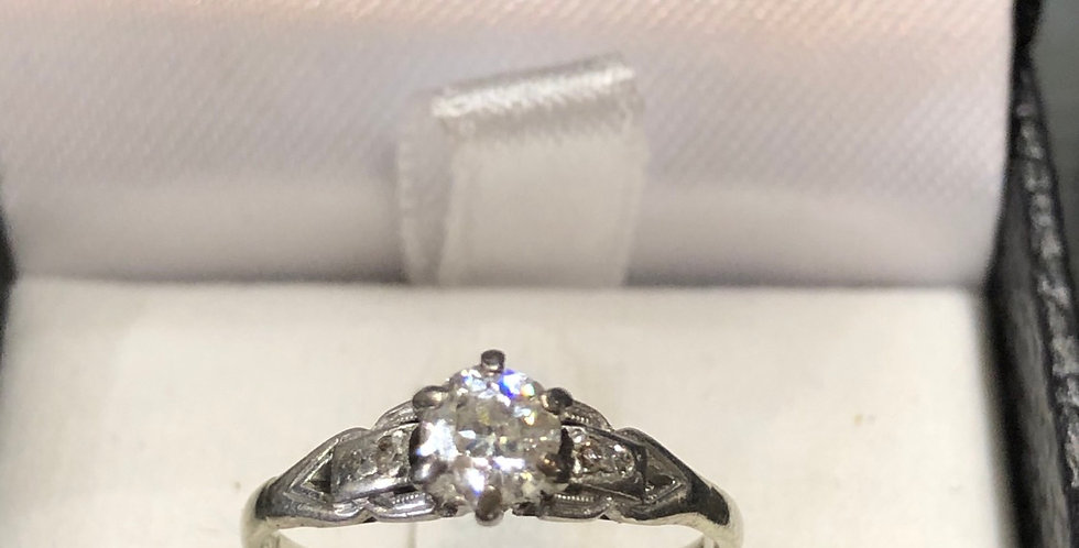 18ct  .42 ct antique ring  great condition