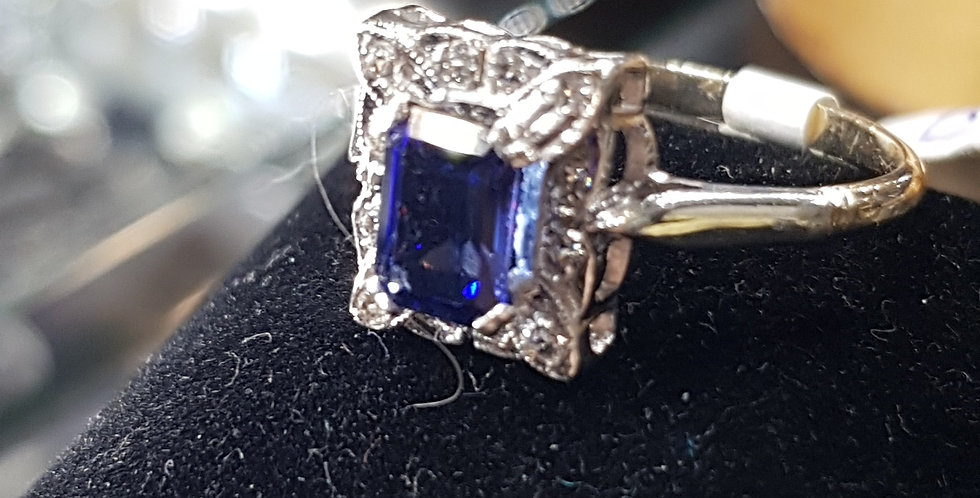 Stunning Tanzanite and Diamonds  Ring