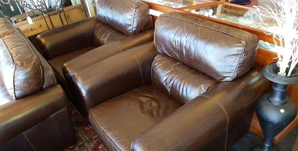 'Plush Furniture Leather Lounge