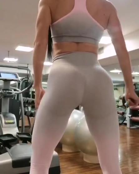 Pridna _bile_fitness_girl je svoj jutran