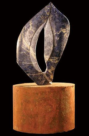 Título: Danae Material: Piedra sodalita Dimensiones: 30 x 20 cm Peso:  Precio: Vendida