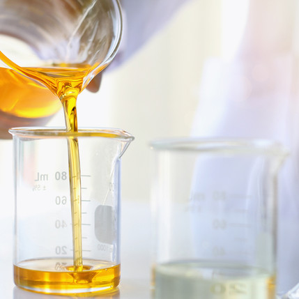 Oil-pouring,-Equipment-and-science-exper