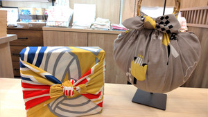 You will learn how to wrap items (a box and a bottle) with Furoshiki and make a bag out of Furoshiki.