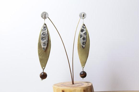 Aro de Bronce y Plata, chapas satinada y texturada, aplicación de piedra