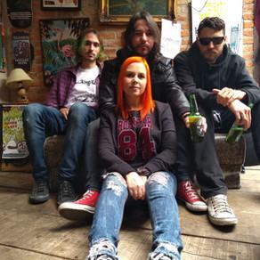 """Frogslake potencializa sua música em lançamentodo clipe de """"Revolution"""""""