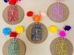 Bloemenvaasje met wol & spijkers