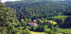 Château-Honcourt_vue_de_la_montagne_edit