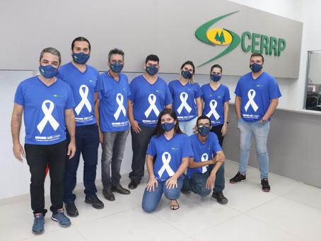 Equipe da CERRP veste azul para marcar o Novembro Azul