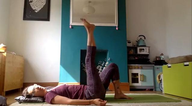 Yoga%20Laura_edited.jpg