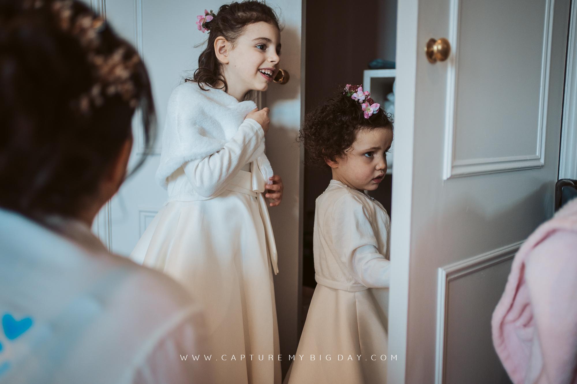 flower girls in mirror