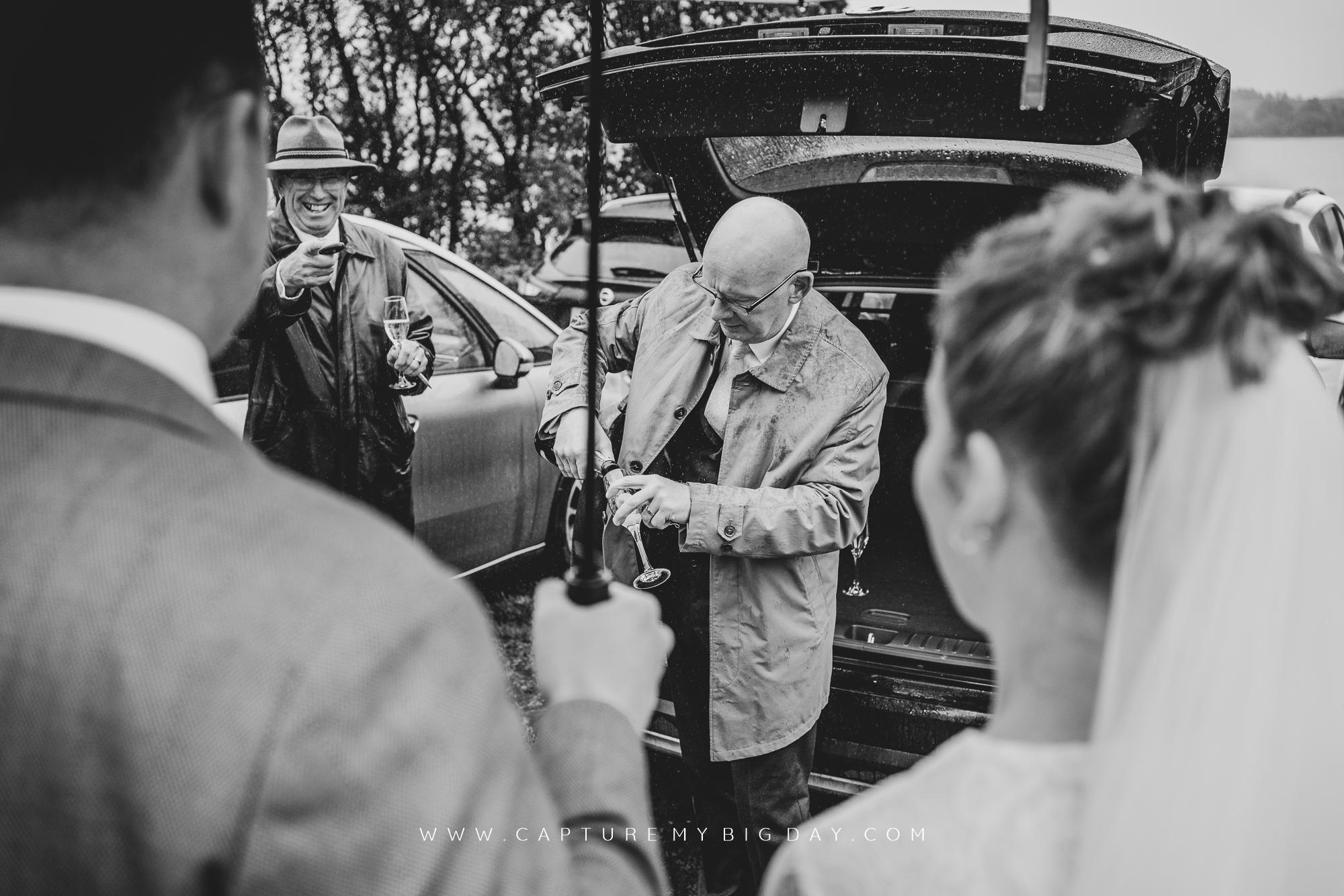 father of the bride pouring champagne