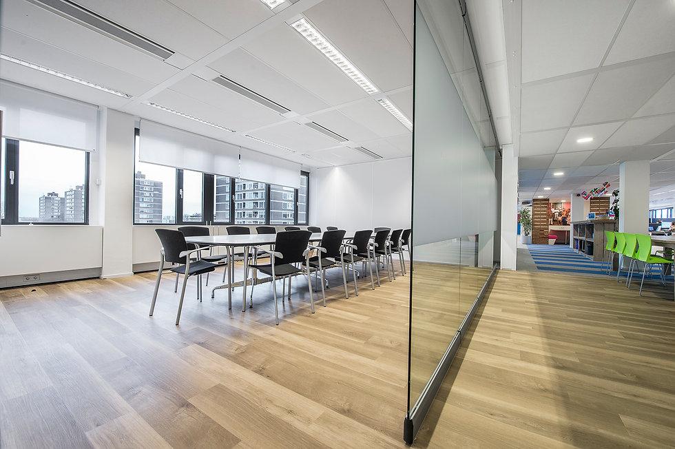 bewegliche Glaswand im Büro